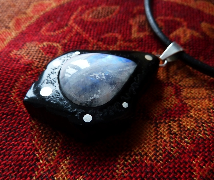 NECKLACE NH-143 EBONY - TEAR of LABRADORITE from Mexico