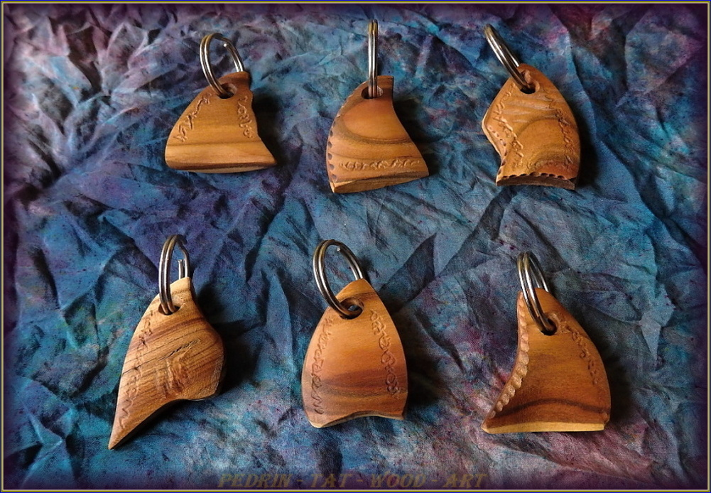 KEY RING - APRICOT wood - mix 5.