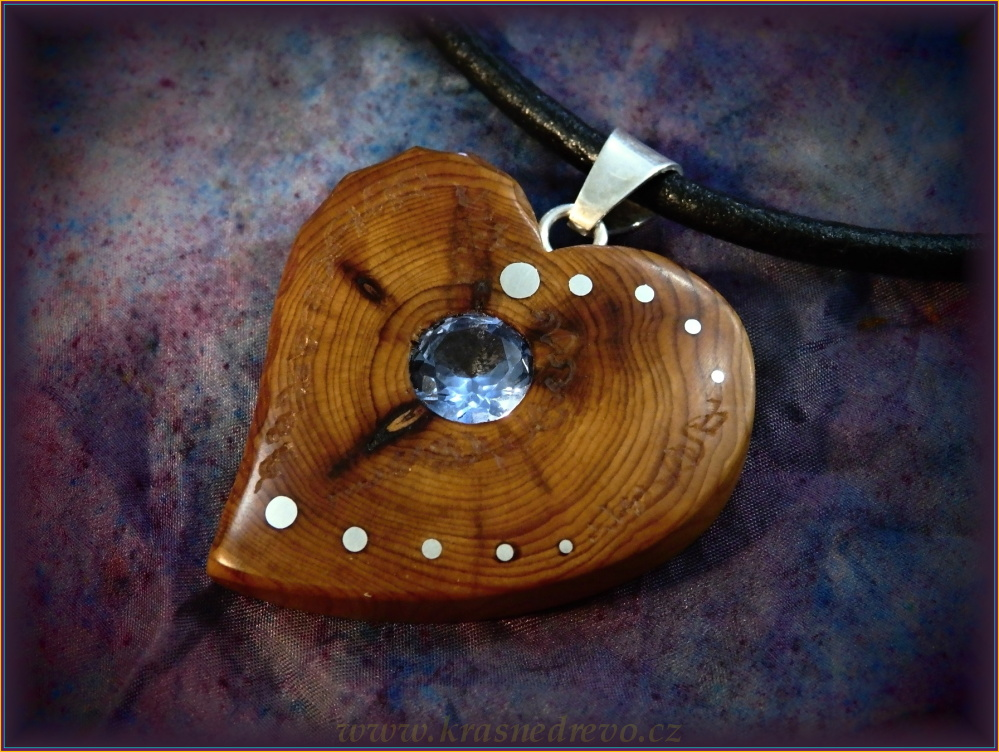 Wooden necklaces NH446 HEART - Juniper - Aquamareen