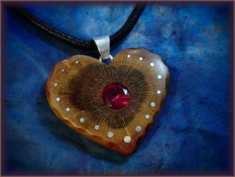 Wooden necklaces NH-447 HEART - PRUNUS syntet.RUBY