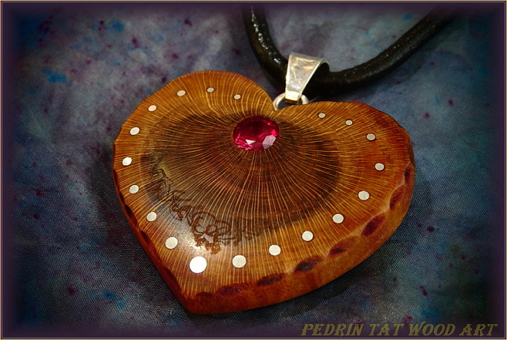 Wooden necklace NH-470 HEART - PRUNUS root - RUBY