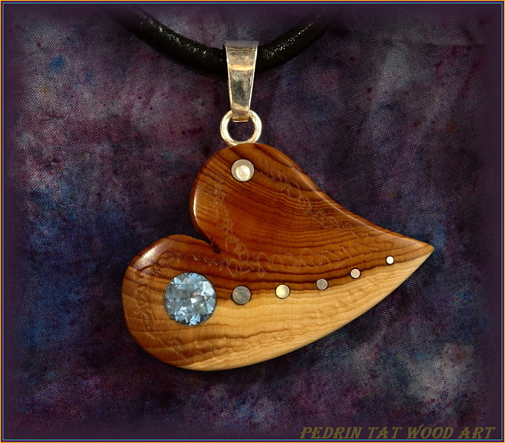 Wooden necklace NH-475 HEART - JUNIPER - AQUAMARINE