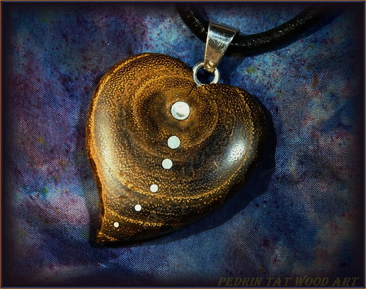 Wooden necklace NH-479 HEART - ACACIA