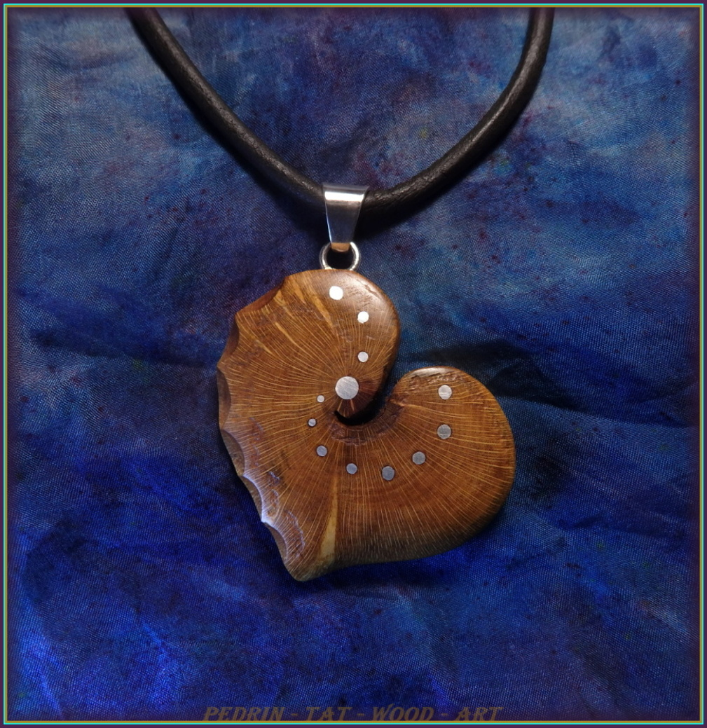 WOODEN NECKLACE NH-507 PRUNUS Heart